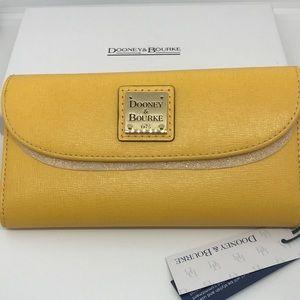 NWT-Dooney & Bourke Saffiano Wallet, Dandelion